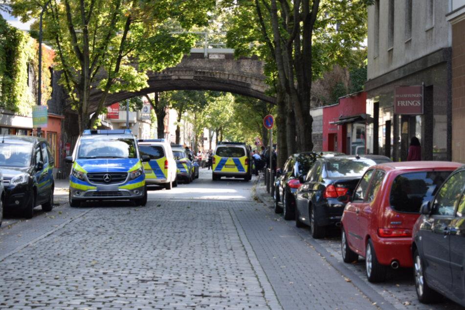 Die Kölner Polizei musste am Mittwoch mit schwerer Schutzausrüstung zu einem Nachbarschaftsstreit im Stadtteil Humboldt-Gremberg anrücken.