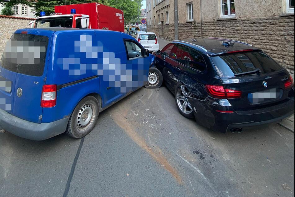 Weil er bei Temperaturen von über 30 Grad zu wenig getrunken hatte, fuhr ein Caddy-Fahrer am Freitag in Erfurt in einen BMW.