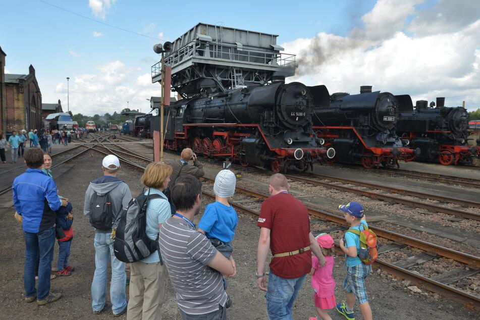 Historische Loks ganz nah erleben - das lieben die Besucher des Sächsischen Eisenbahnmuseums besonders.