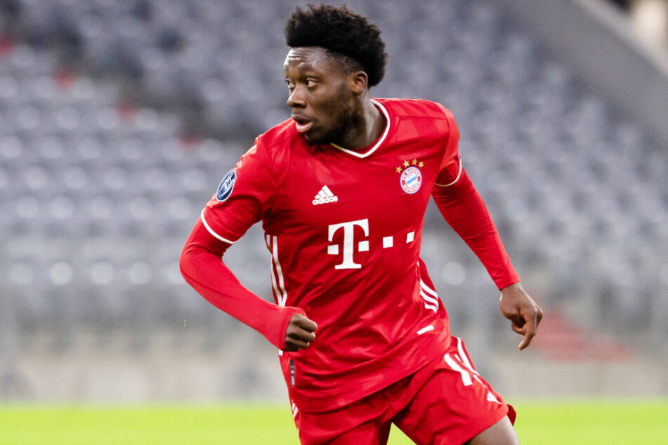Alphonso Davies (20) wird dem FC Bayern München aufgrund eines Außenbandrisses im linken Sprunggelenk vorerst fehlen.