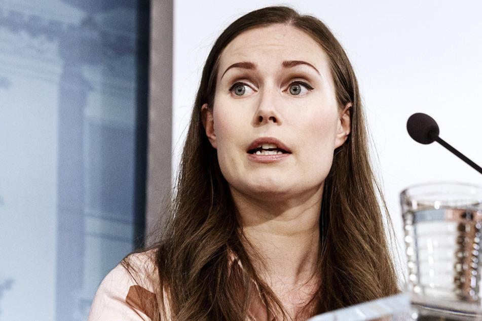 Helsinki: Sanna Marin, Ministerpräsidentin von Finnland, spricht bei einer Pressekonferenz.