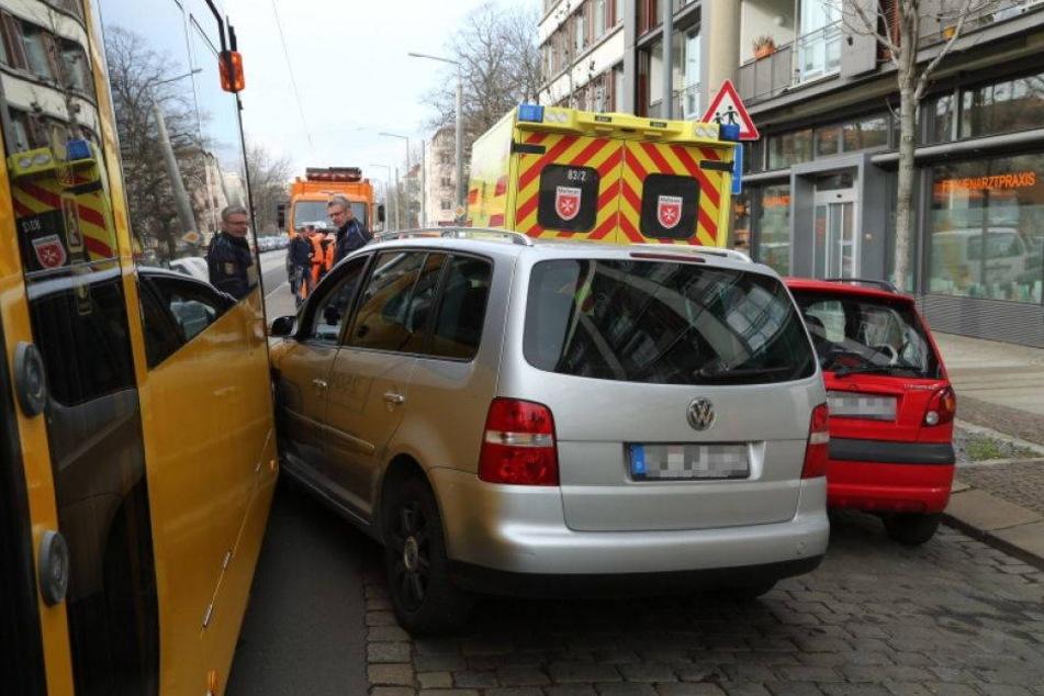 VW kracht mit Strassenbahn zusammen