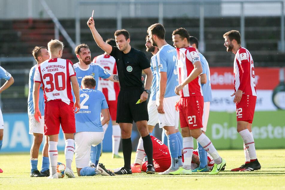 Nach einer halben Stunde sah CFC-Abwehrspieler Lennard Maloney Gelb-Rot.