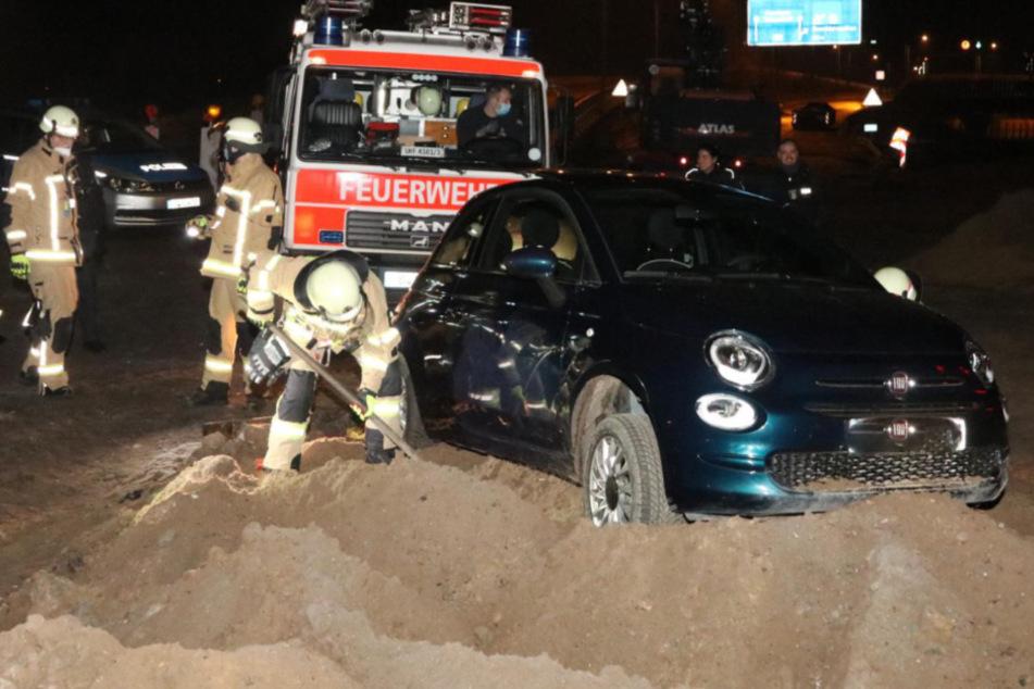 Autobahnbaustelle wird zum Verhängnis: Betrunkene Frau bleibt im Sand stecken