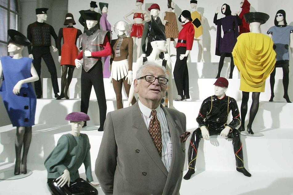 """3. Mai 2005: Pierre Cardin präsentiert seine Ausstellung """"Design und Mode 1950 - 2005"""" in der Akademie der Künste in Wien."""