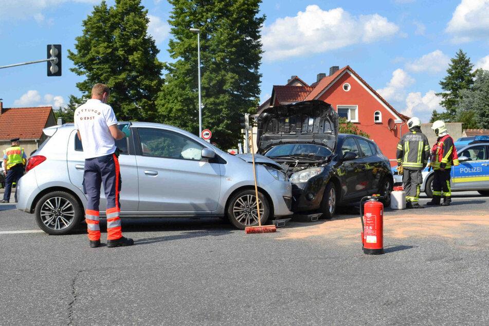 Kräfte von Rettungsdienst, Feuerwehr und Polizei waren an der Unfallstelle im Einsatz.