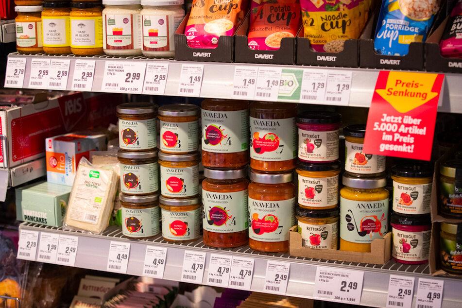 Werden durch die Bank weg gekauft: Produkte für Vegetarier und Veganer stehen im Regal eines Lebensmittelhändlers.