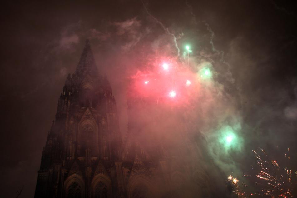 Wegen der Corona-Pandemie stellen Politiker und Polizei-Gewerkschafter ein Feuerwerksverbot an Silvester in Aussicht. (Symbolbild)