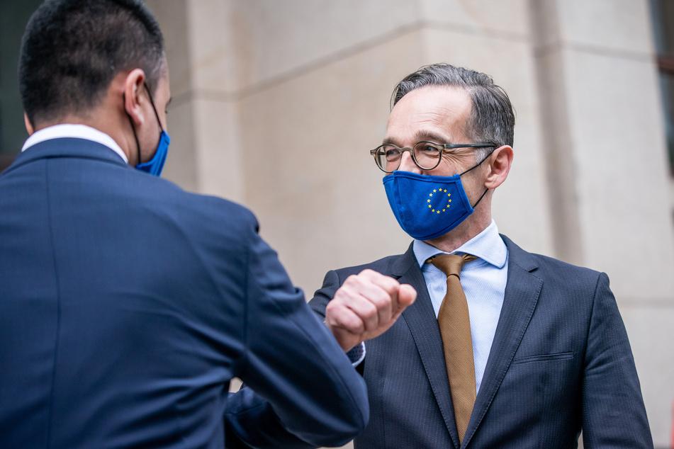 Heiko Maas (SPD), Außenminister, trägt eine Maske vor seinem Gesicht.