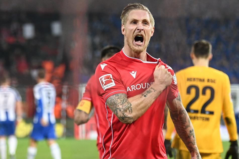 Sebastian Polter bejubelt seinen entscheidenden Treffer zum 1:0.
