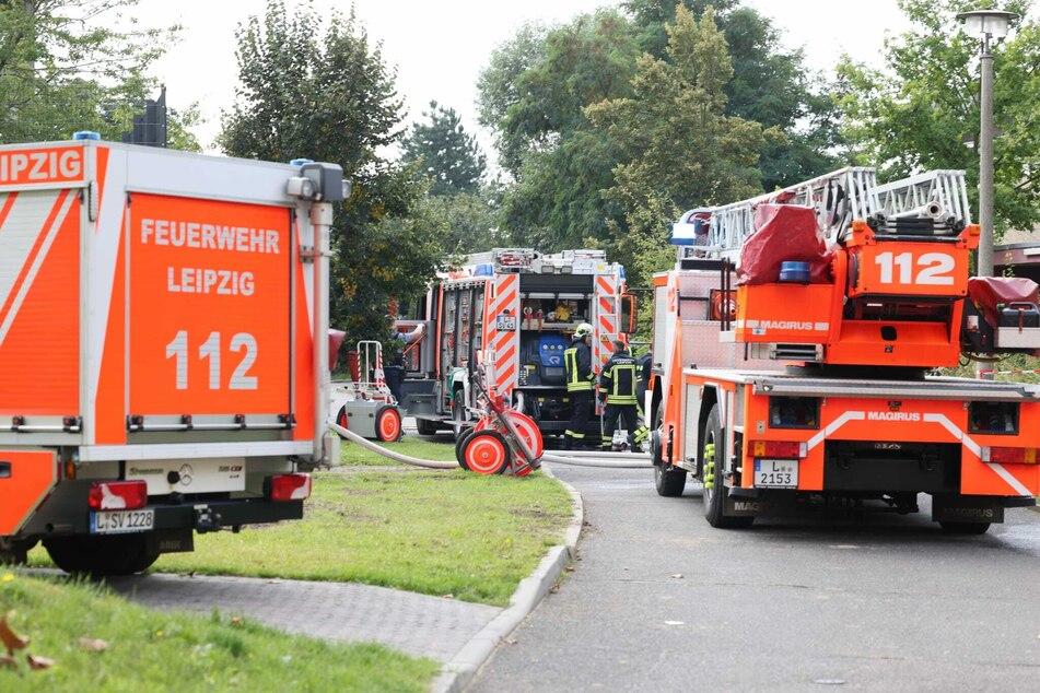 Zwei Löschzüge der Leipziger Feuerwehr waren im Einsatz, um den Brand in einer Turnhalle in Leipzig-Lausen zu löschen.