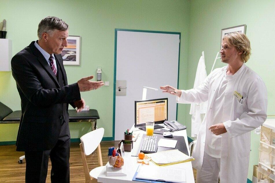 Finns Vater Georg (l.) erleidet im St.-Vinzenz-Krankenhaus einen Kreislaufzusammenbruch.