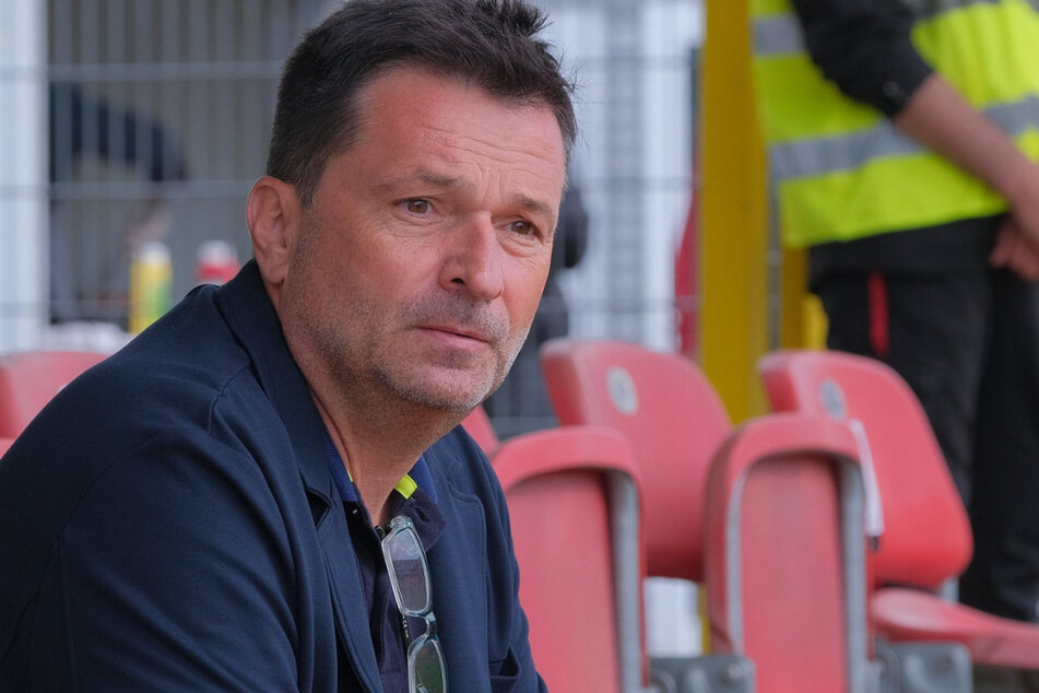 Christian Heidel (58) findet die Corona-Regeln der Deutschen Fußball Liga (DFL) überdenkenswert.