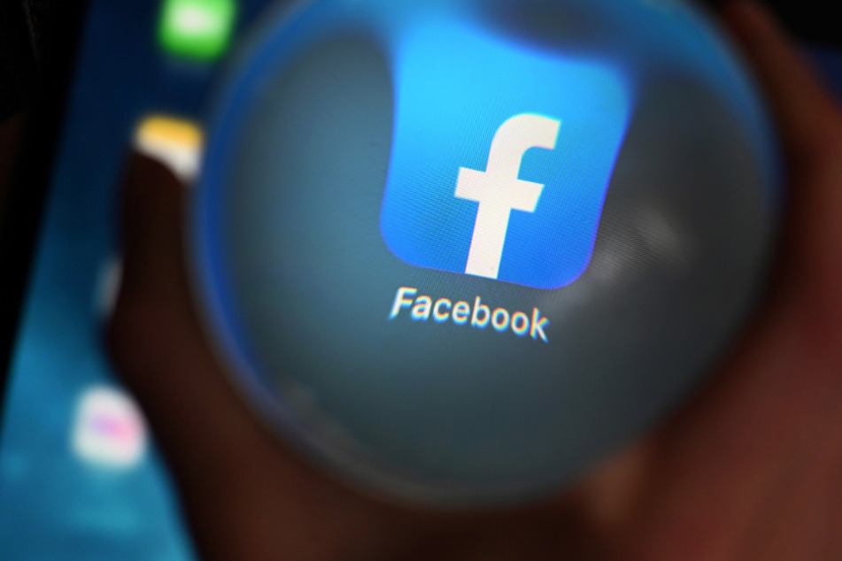 In den Nutzungsbedingungen von Facebook steht, dass man seinen echten Namen verwenden muss. (Symbolbild)