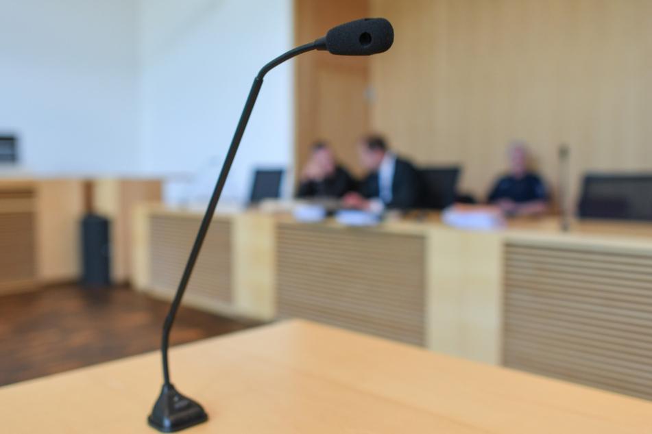 Eltern sollen ihre Kinder misshandelt haben, jetzt verantworten sie sich vor Gericht