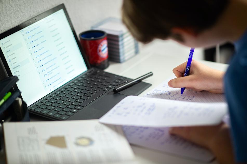 Mit dem Distanzunterreich kommen jede Menge datenschutzrechtliche Probleme auf Schüler, Lehrer und Eltern zu. (Symbolbild)