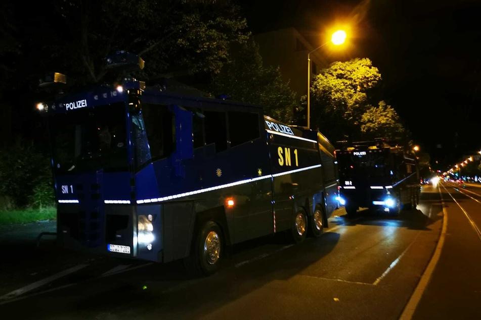 Nach TAG24-Informationen sollen mehrere Hundertschaften der Polizei vor Ort gewesen sein. Auch Räumpanzer und Wasserwerfer wurden gesichtet.