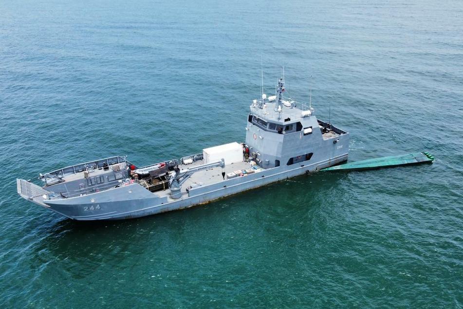 Ein Halbtaucher wird mit 1,8 Tonnen Kokain an Bord von kolumbianischen Sicherheitskräften abgefangen. Das Drogen-U-Boot soll Kokain im Wert von mehr als 60 Millionen Dollar transportiert haben.