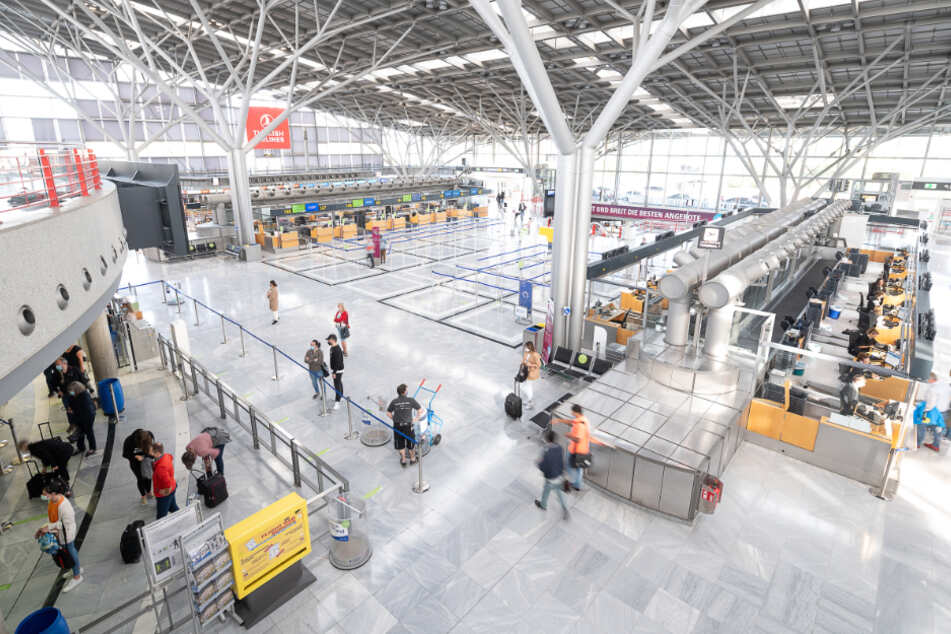 Sensoren am Flughafen sollen Abstand zwischen Passagieren überwachen