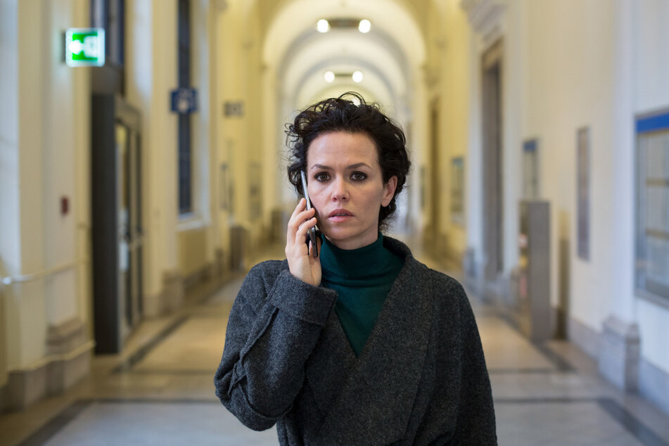 Fida Emams (Melika Foroutan, 44) erfährt, dass ihre Tochter Aline ist in Gefahr ist.