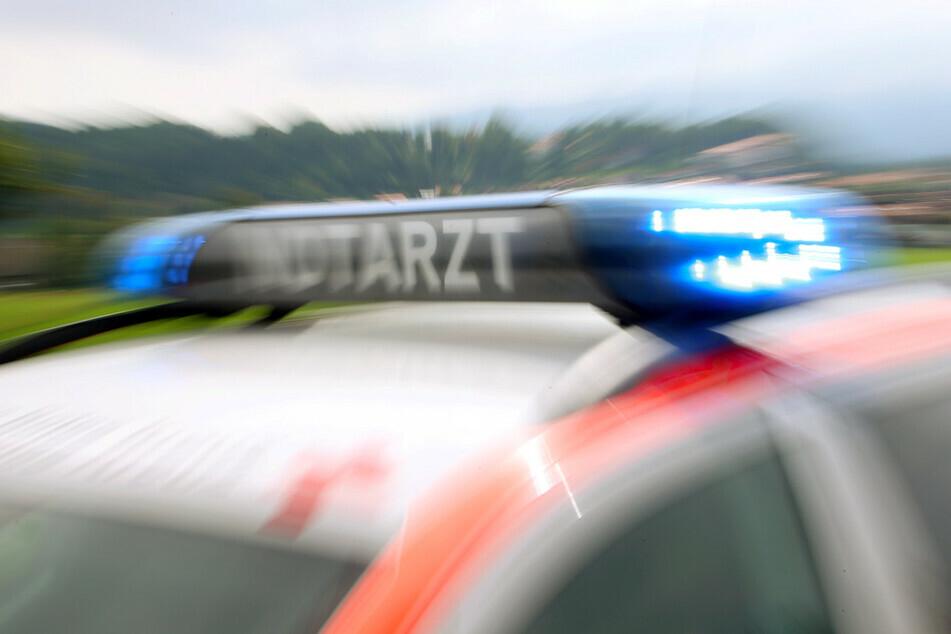 Im Vogtland sind am Montag vier Menschen bei Verkehrsunfällen teils schwer verletzt worden. Die Verursacher waren 83 und 77 Jahre alt. (Symbolbild)