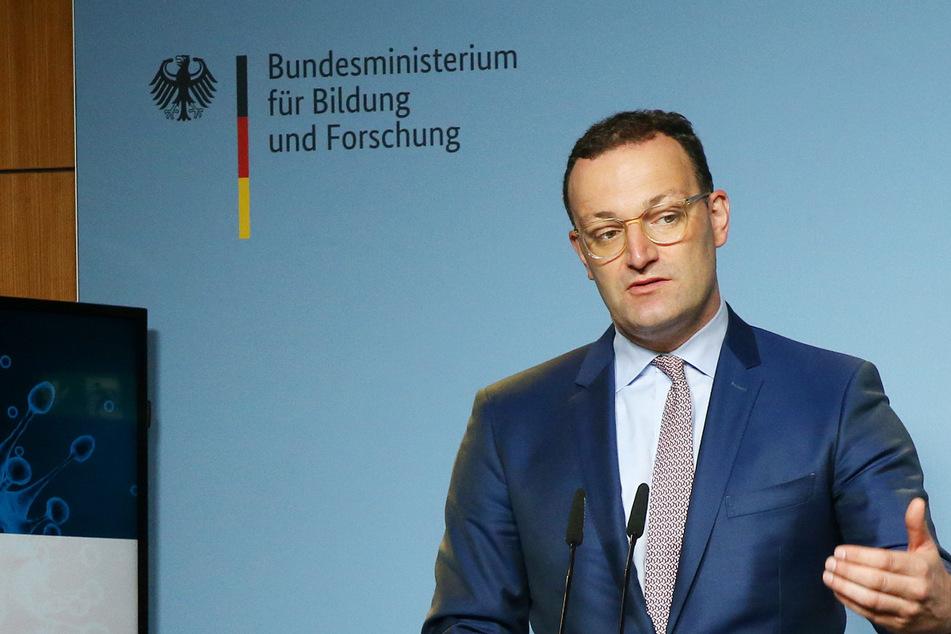 """Zu Fragen nach einem möglichen erneuten Lockdown, die ihm oft gestellt würden, sagte Bundesgesundheitsminister Jens Spahn (41, CDU): """"Die Debatte muss doch andersherum gehen: Wir haben das Mittel in der Hand, uns zurück in Freiheit und Normalität zu impfen""""."""