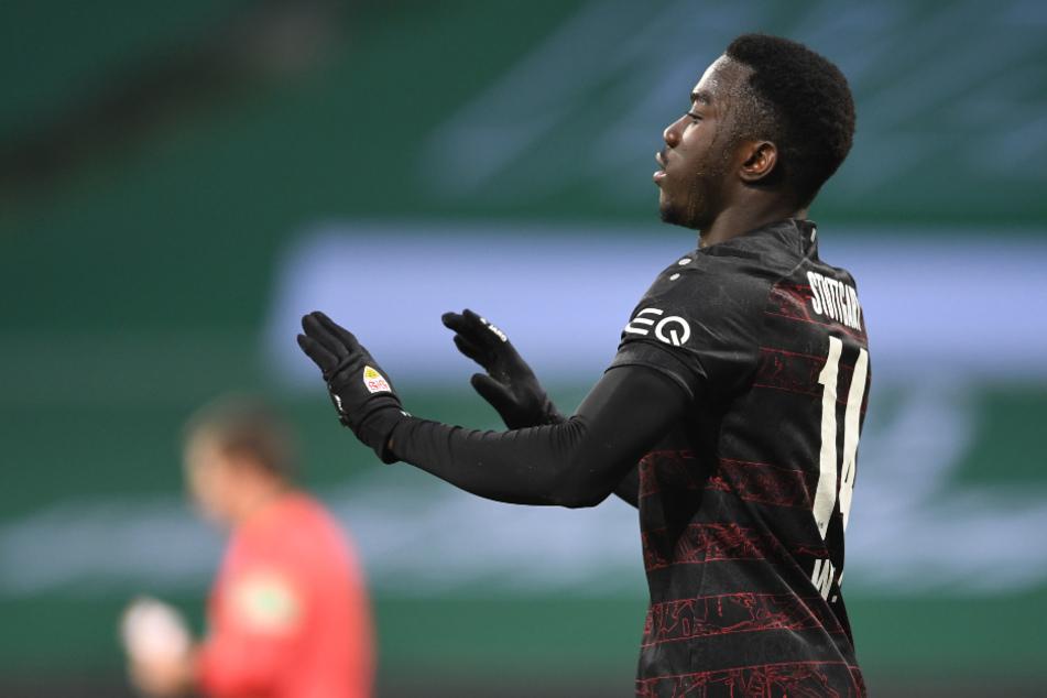 Gegen Werder Bremen trifft Silas Wamangituka (21) doppelt und wird für sein zweites Tor scharf kritisiert.