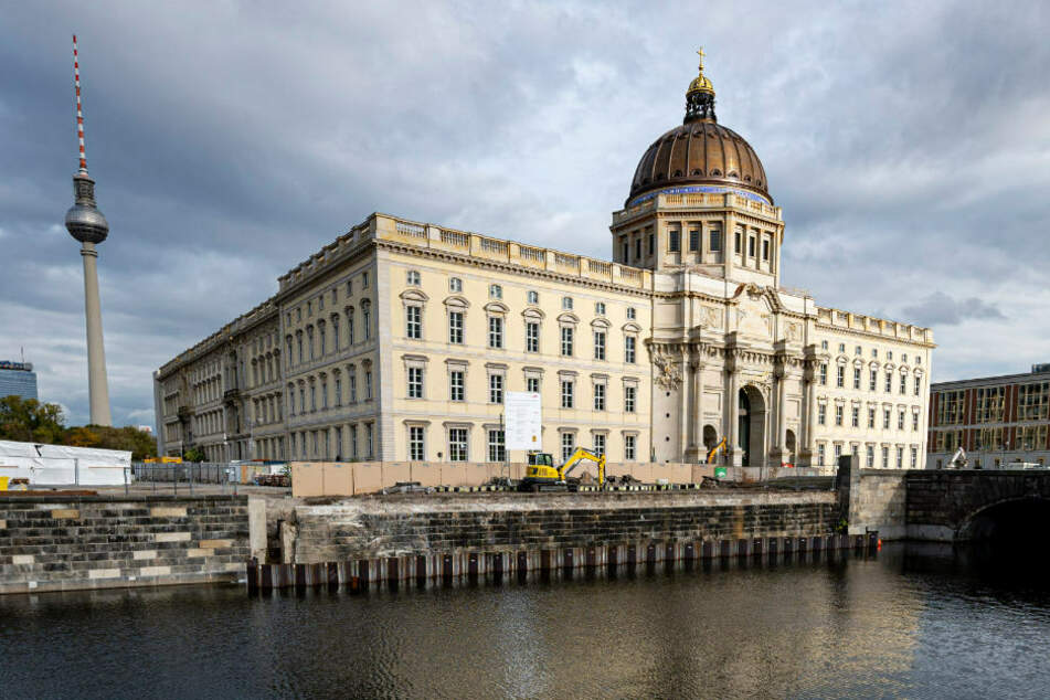 Das Humboldt Forum im teilweise rekonstruierten Berliner Stadtschloss bleibt in diesem Jahr nun doch verschlossen.