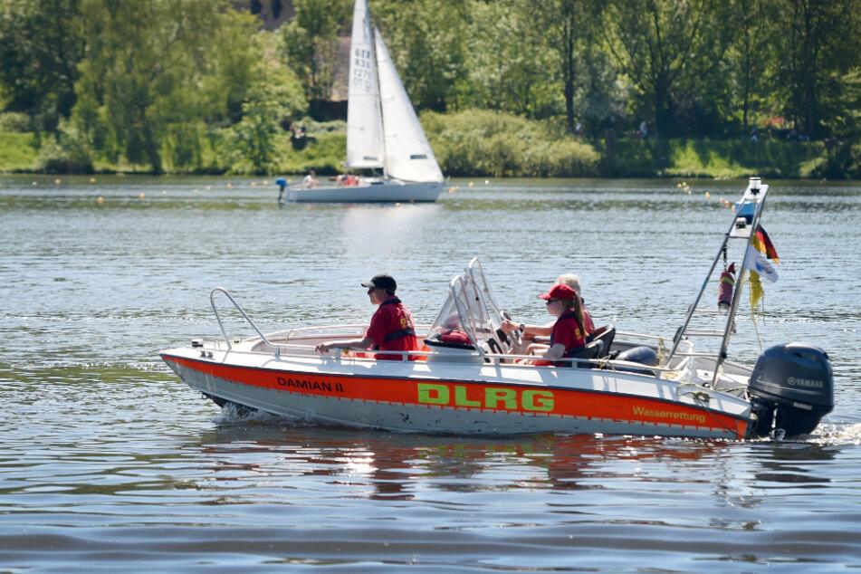 Familienvater will sich kurz im Rhein abkühlen und wird von Strömung mitgerissen