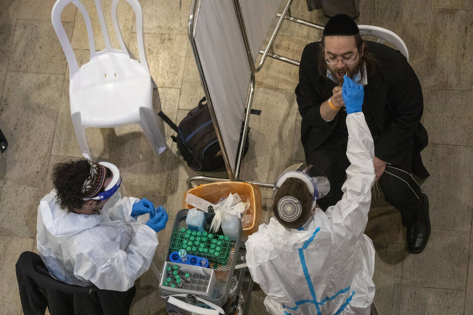 In Israel haben bereits 2,8 Millionen Menschen die erste und 1,5 Millionen sogar schon die zweite Corona-Impfung erhalten.