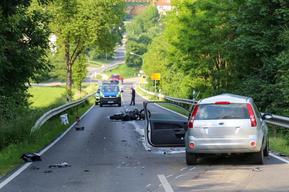 Die Unfallstelle auf der ST2251 nahe Berching im Landkreis Neumarkt in der Oberpfalz.