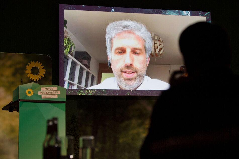 Stuttgart am vergangenen Wochenende: Boris Palmer (48, Grüne) ist beim Online-Parteitag der Grünen zugeschaltet.