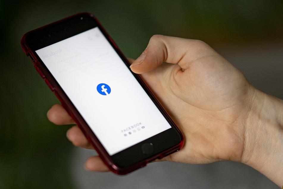 Für Facebook gelte die Berufsausübungsfreiheit, durch die das Netzwerk grundsätzlich berechtigt sei, die Einhaltung von Kommunikationsstandards vorzuschreiben, die über strafrechtliche Vorgaben hinausgingen.