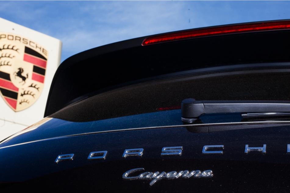 Die Werke des Sportwagen-Bauers Porsche stehen weiter still. (Symbolbild)