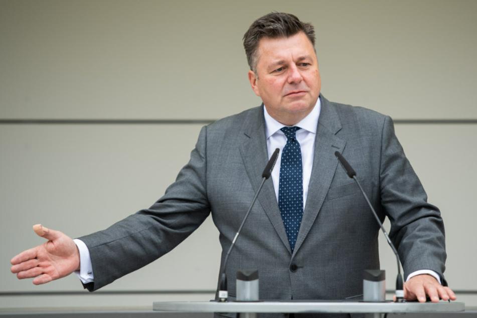 Berlins Innensenator Andreas Geisel (54, SPD) sieht die Festnahme von drei Verdächtigen aus dem Berliner Clan-Milieu auch als Warnzeichen an die Szene an.