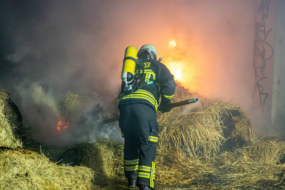 Feuerwehreinsatz im Erzgebirge: Brand in Strohlager