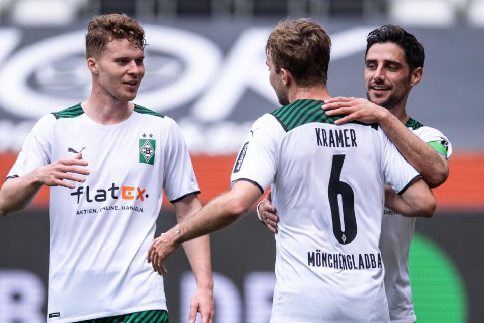 Jubel nach wunderschönem Treffer: Nico Elvedi (l.) und Christoph Kramer (Mitte) gratulieren dem 1:0-Torschützen Lars Stindl (r.).