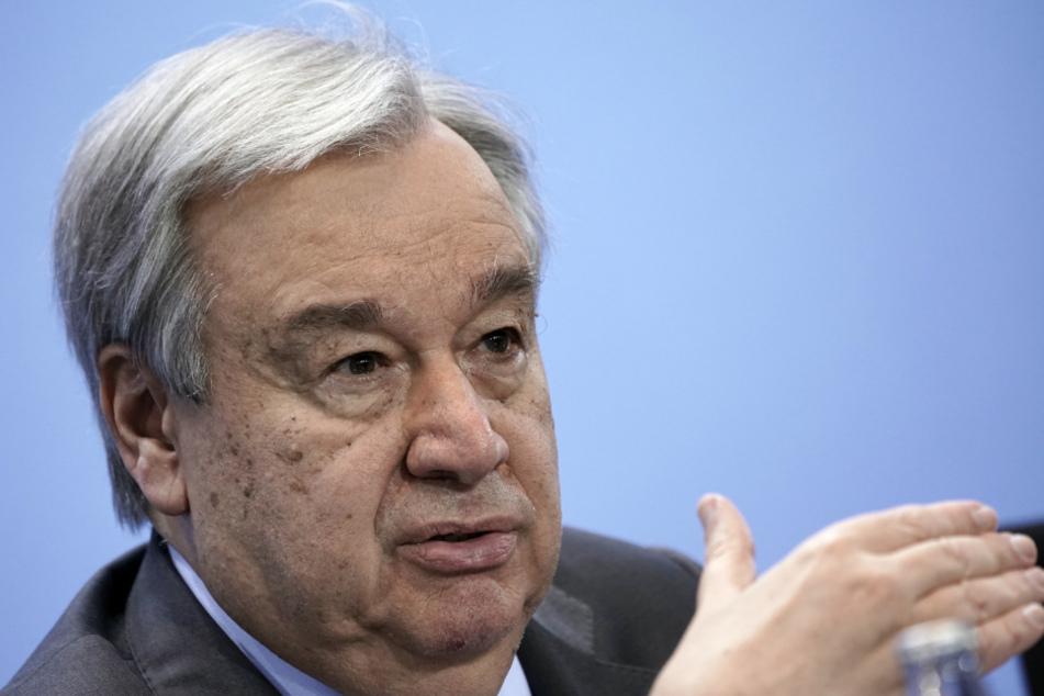 Antonio Guterres, Generalsekretär der Vereinten Nationen, spricht nach der Libyen-Konferenz auf einer Pressekonferenz. Guterres hat die Entscheidung von US-Präsident Trump kritisiert, mitten in der Corona-Pandemie die Beitragszahlungen für die Weltgesundheitsorganisation (WHO) auf Eis zu legen