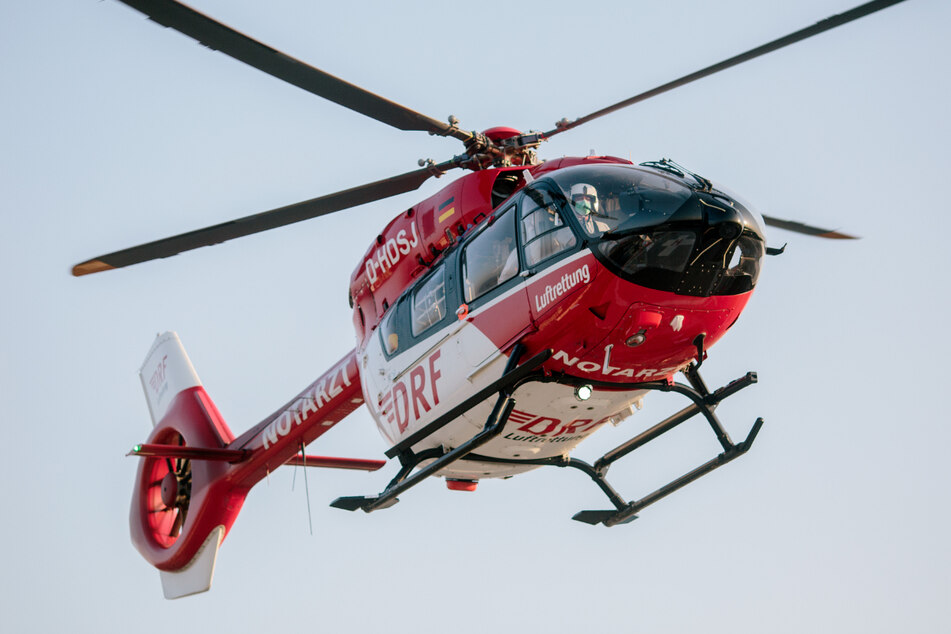 Ein Rettungshubschrauber brachte den jungen Mann in ein Krankenhaus. (Symbolbild)