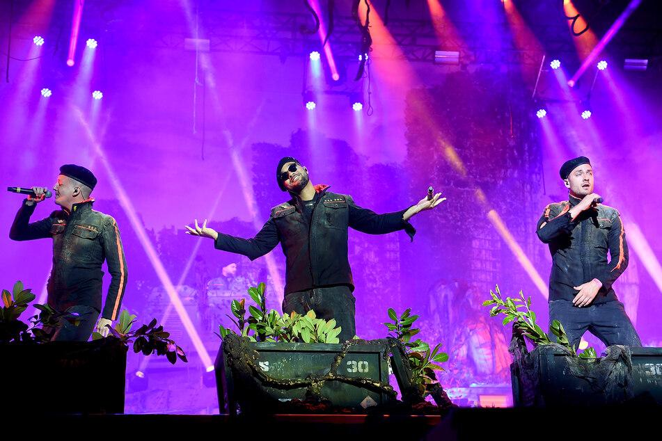 Die Rapper von K.I.Z. haben mitten in der Nacht mit einem neuen Song und einem Video dazu überrascht.