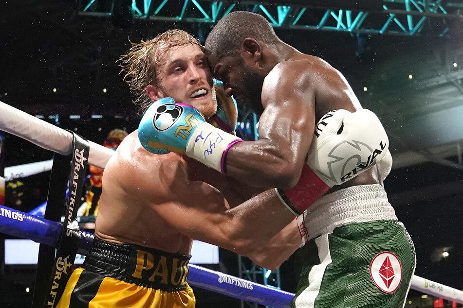 Beim Show-Kampf zwischen Logan Paul (26, l.) und Floyd Mayweather (44) hätte es nur durch einen Knockout einen Sieger geben können - dazu kam es aber nicht.