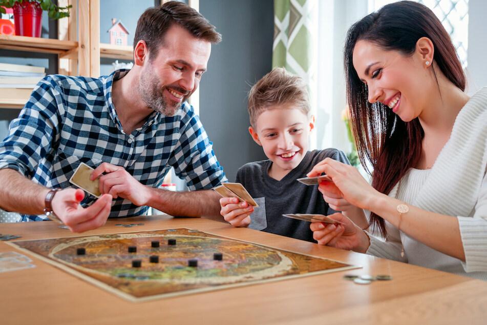 familienratgeber: Die Top 5 der Gesellschaftsspiele: Damit vertreibt sich Deutschland die Adventszeit