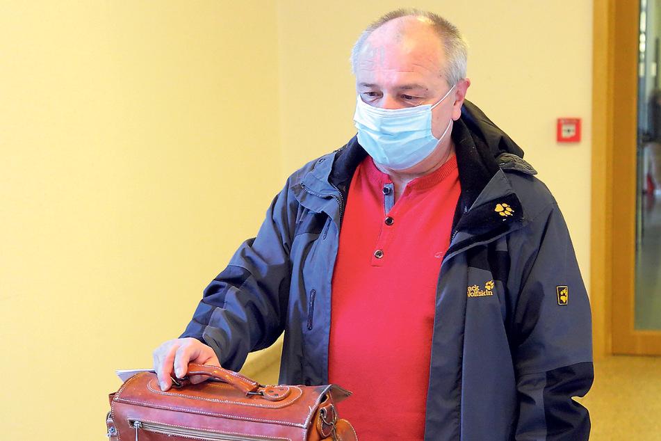 Feuerwehrmann Tilo J. (56) war ein Jahr nach dem Unglück wieder zur Brandwache im TJG - im selben Stück.