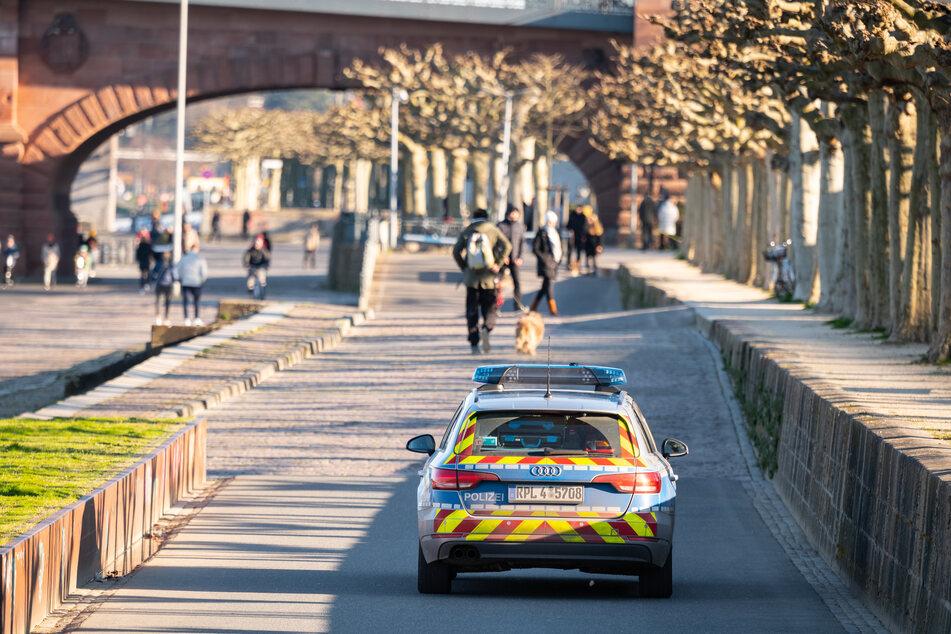 Die Polizei fährt vielerorts Streife.