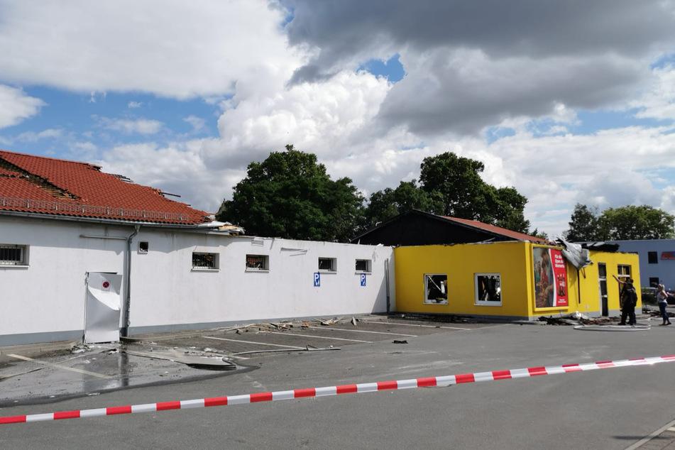 Die Polizei hat vor Ort die Ermittlungen zur Brandursache aufgenommen.