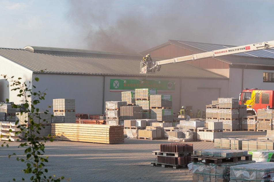 In einer Lagerhalle an der Plauensche Straße in Falkenstein gab es eine starke Rauchentwicklung.