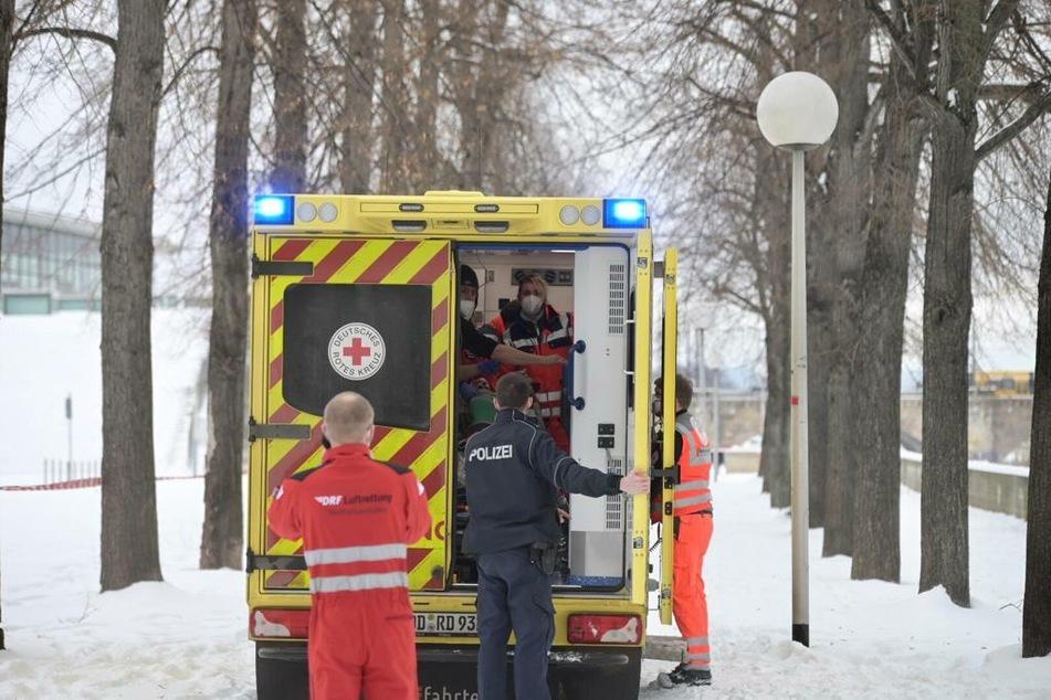 Mit dem Rettungswagen ging's ins Krankenhaus Friedrichstadt.