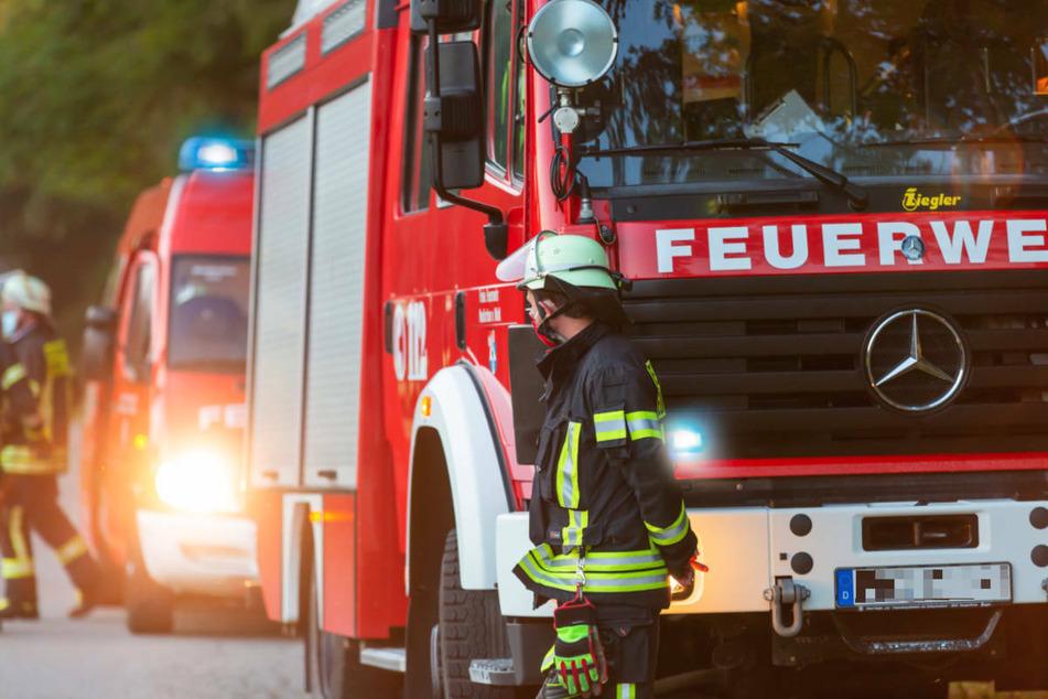 Am Freitagvormittag hat ein Brand in einem Wohn- und Geschäftshaus in Glienicke/Nordbahn einen größeren Polizei- und Feuerwehreinsatz ausgelöst. (Symbolfoto)