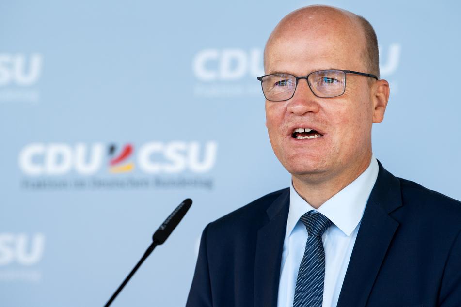 Ralph Brinkhaus, Vorsitzender der CDU/CSU-Bundestagsfraktion, will eine stärkere Parlamentsbeteiligung bei der nächsten Pandemie angehen.