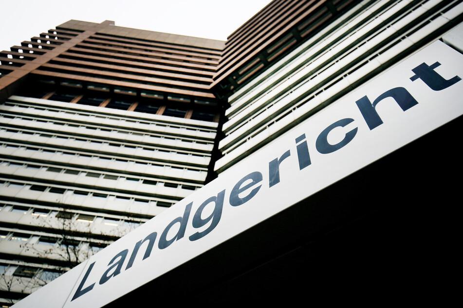 Missbrauchskomplex Bergisch Gladbach: Angeklagter (38) legt Geständnis ab